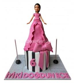 Barbie Bebek Oyuncaklı Pasta