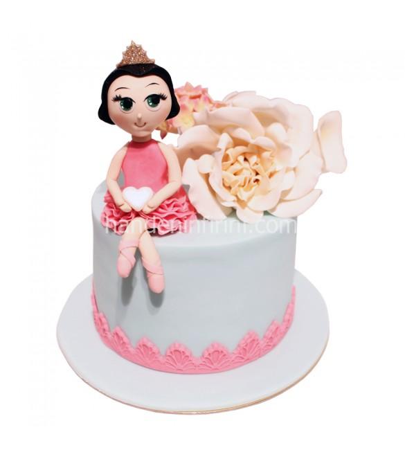 Çiçekli Balerin Pastası